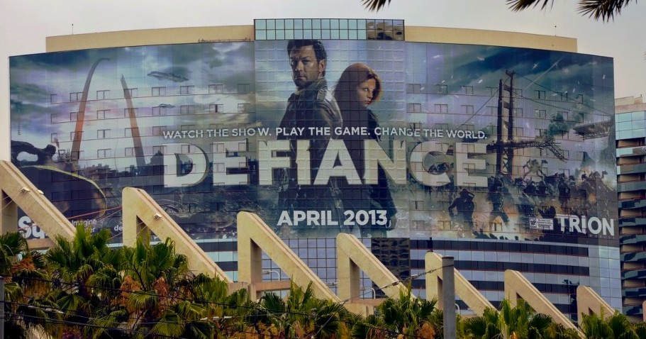 defiance-on-the-marriott-marquis-marina-san-diego-comic-con-2012-sdcc-trion-syfy